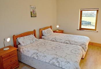 Twin bedroom, downstairs